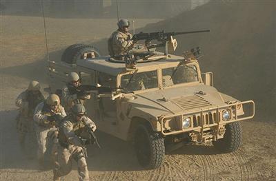 Ảnh: Đặc nhiệm Mỹ thực hành tác chiến cùng các loại vũ khí hiện đại